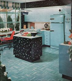 postwarvintage: American kitchen Even though I abhor cooking I can't seem to stop loving every kitschy kitchen from this era. Kitchen Retro, Vintage Kitchen, Retro Kitchens, Aqua Kitchen, Look Vintage, Vintage China, Retro Vintage, Kitsch, Mid Century Decor