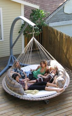 Floating bed! Giant hammock! I want one!!