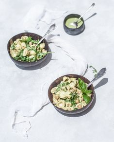 Σαλάτα με πέστο, ζυμαρικά και ρεβίθια Vegan Food, Vegan Recipes, Pesto, Ethnic Recipes, Vegan Sos Free, Vegan Meals, Veggie Food, Vegan Dinner Recipes, Vegetarian Food