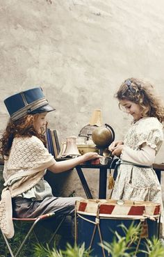 love this pic! I wonder about crafting a hat like this for dress up...