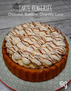 Tarte renversée chocolat, banane et chantilly coco French Sweets, Brin, Apple Pie, Coco, Camembert Cheese, Tea Time, Biscuits, Muffins, Cheesecake