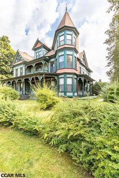 1889 Queen Anne For Sale In Philipsburg Pennsylvania – Architecture is art Beautiful Buildings, Beautiful Homes, Le Divorce, Grand Foyer, Old Farm Houses, Tree Houses, Old Mansions, Fantasy House, Unusual Homes