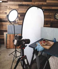 photography classes, best lightbox for photography, food photographer greenville sc, food photography focus tips, how to take food photography food photography tips nikon video. Photography Lighting Techniques, Food Photography Lighting, Photography Set Up, Photography Lessons, Still Life Photography, Photography Tutorials, Photography Accessories, Food Photography Tips, Photography Portraits