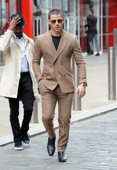 Nick Jonas Gets 'Too Close' in Funny Prank Video - Watch!: Photo Nick Jonas looks dapper as he heads to the 500 Words Final at The Globe on Friday (May in London, England. The singer recently joined his friend… Nick Jonas, Mens Fashion Suits, Mens Suits, Men's Fashion, Fashion Styles, Khaki Suits, Groom Suits, Most Stylish Men, Casual Outfits
