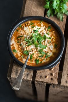 It& time for a hearty meal soup again! A leek-tomato soup this time . - It& time for a hearty meal soup again! A leek-tomato soup this time topped with Parmesan chee - Dutch Recipes, Soup Recipes, Dinner Recipes, Healthy Recipes, A Food, Food And Drink, I Want Food, Soups And Stews, Lunches