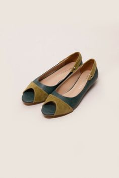Green Open Toe Flat Shoes | BrandClozet