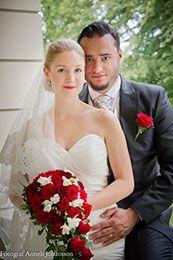 Fotograferat av Anneli Johansson, Ögonblick. Vara På kan alla ha sin bröllopsannons gratis. Fotografen ordnar det. Vilket blir nästa månads brudpar rösta och vinn en gratis fotografering  Mera om bröllop och flera brudpar hittar du på www.nygifta.se