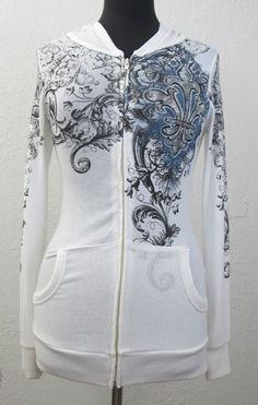 Super cute white sweatshirt.