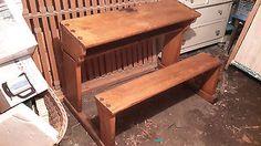 Antiker Schultisch mit Sitzbank und Tintenfasshalter ca. 150 Jahre
