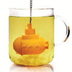 This submarine tea infuser will dive to the depths of your cup to make the perfect brew. Just fill the body with your favourite loose tea and mission perfect cup is a go!