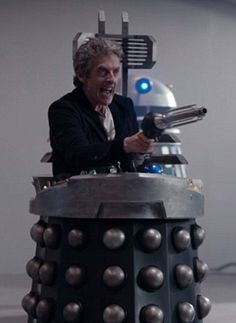 For a while Peter Capaldi enjoyed himself enormously as the Doctor became a Dalek Doctor Who 12, Doctor Who Funny, 12th Doctor, Twelfth Doctor, Peter Capaldi Doctor Who, Geronimo, Tardis, Beatles, Bbc Tv Series