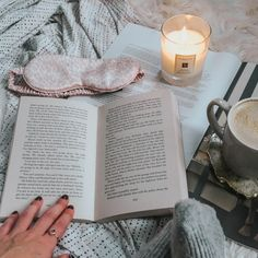 7 ways to make time to read when you have a busy schedule. This is how busy people make time to read every day! Book Club Books, My Books, Books To Read, Cosy Reading Corner, Duvet Day, Online Book Club, Starting A Book, Candle Jars, Candles