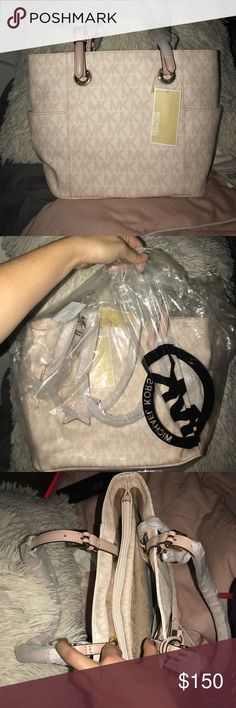Michael Kors Tote Small/medium sized ballet pink/white Michael Tors tote. Brand new! Original packaging! Also features detachable Michael Kors keychain. Michael Kors Bags Totes
