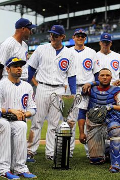 No matter the outcome of the season, THIS always makes me happy!--The Cubs pose with the Crosstown Cup. Mlb Teams, Sports Teams, Cub Sport, Chicago Cubs World Series, Chicago Pictures, Cubs Team, Cubs Win, Go Cubs Go, Chicago Cubs Baseball