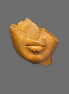Fragment of a queen's face, 1353-1336 BCE, Egypt / yellow jasper