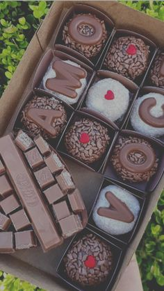 I Love Chocolate, Chocolate Lovers, Party Stations, Cake Packaging, Food Decoration, Food Goals, Cake Pops, I Foods, Food Photography