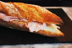 From ham and butter baguettes to gourmet kebabs via paninis, pan bagnat, bánh mì, and pitas, these are the eight best sandwich shops in all of Paris! Best Sandwich, Sandwich Ideas, Sandwich Recipes, Bon Appetit, Bacon Roll, Ideas Sándwich, Paris Food, Sans Lactose, High Protein Snacks