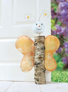 Anleitung: Baumstamm-Schmetterling als Türstopper | buttinette Blog
