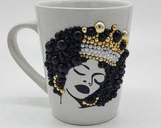 Diy Mug Designs, Tumbler Designs, Diy Mugs, Black Girl Art, Personalized Cups, Cute Mugs, Glass Design, Creative Crafts, Ceramic Mugs