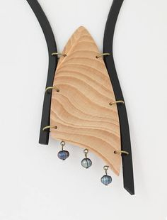 Beech, black freshwater pearl, leather statement necklace Wood: beech, surface of the wood is sanded and polished -length: 4 3/4 , 12 cm - width: 2, 5 cm Bead: black freshwater pearl 3/8x1/4, 9x6 mm Leather: black Rings: brass Closure: handmade chain and hook, extended, adjustable