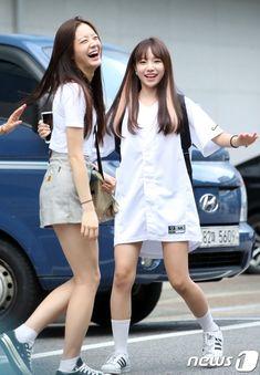 ฟุ่มเฟือยยยยยยยยย Fashion Tag, Kpop Fashion, Daily Fashion, Korean Fashion, Yuri, Girl Hair Colors, Japanese Girl Group, Our Girl, Girl Pictures