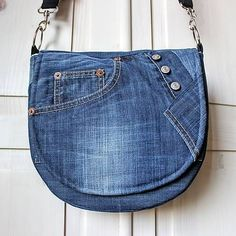 Best 8 Jeans handbag, all pockets with function, bag is very stable Length can b. Best 8 Jeans handbag, all pockets with function, bag is very stable Length can be individually adjusted and is easil Denim Bag Patterns, Blue Jean Purses, Diy Sac, Denim Handbags, Denim Purse, Denim Ideas, Recycle Jeans, Craft Bags, Recycled Denim