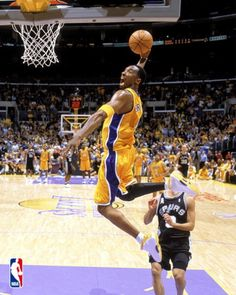 Kobe Bean Bryant (born August is an American professional basketball player who plays shooting guard for the Los Angeles Lakers. Kobe Bryant Family, Kobe Bryant 24, Basketball Legends, Basketball Players, Basketball Art, Basketball Tattoos, Basketball Sneakers, Slam Dunk, Derrick Rose