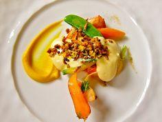 Как выглядит обед в лучшем ресторане мира  Каждое новое поданное блюдо превосходит предыдущее. Далее был подан лобстер с молодой морковью, имбирем и гранолой со специями.