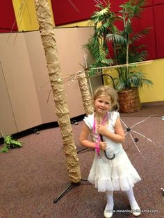 How to Make a Fake Palm Tree - Meaningfulmama.com
