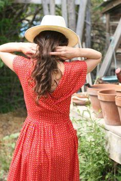 Next theme : My love garden Red Farmhouse, Red Cottage, Farm Cottage, Garden Cottage, Garden Club, Country Girls, Country Life, Country Charm, Country Living
