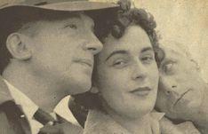 Leonora Carrington entourée de Paul Eluard et de Max Ernst.