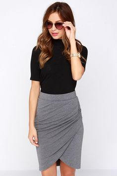 Let's get moving into action with the Practicing Perfection Grey Tulip Skirt! An elastic waist tops a tulip style skirt with side ruching. Boho Summer Outfits, Boho Outfits, Skirt Outfits, Fashion Outfits, Summer Dresses, Outfit Summer, Casual Outfits, Hourglass Figure Outfits, Jersey Knit Skirt