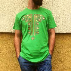 Pánsky vzor ala ľudová košeľa. Prepracovaný vzor, plné farby, detailné spracovanie. Tričko nie len ako darček pre muža. Textiles, Mens Tops, T Shirt, Fashion, Supreme T Shirt, Moda, Tee Shirt, Fashion Styles, Fabrics