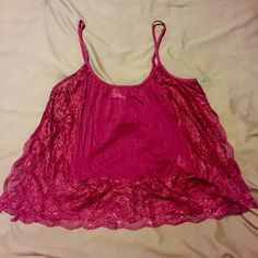 Free People Lace Tank Beautiful lace tank , it's open down the sides adding some sexiness to the tank. Looks amazing with a brallete under Free People Tops Tank Tops