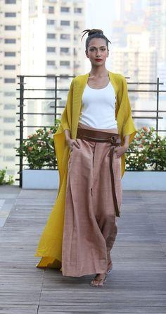 Chicos Fashion, Fashion Mumblr, India Fashion, Covet Fashion, Autumn Fashion, Fashion Dresses, Saree Draping Styles, Floral Playsuit, Draped Dress