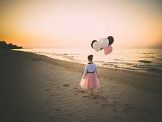 Children's Photography - Birthday balloons at the beach.  Rochester, NY Photographer