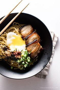 Bacon and egg breakfast ramen: chewy noodles tossed with a punchy, savory soy dressing, topped with sous-vide pork belly, and a tender slow poached egg Breakfast Desayunos, Breakfast Recipes, Ramen Recipes, Asian Recipes, Cooking Recipes, Healthy Recipes, Ethnic Recipes, Healthy Food, Pork Belly