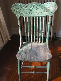 Totally authentic distressed green antique press back chair. I. Am. In. Love.