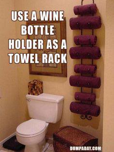 si tiene un botellero en casa que no utilices... conviértelo en un toallero! #decorar #upcycling #repurposed