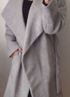 Kaufe meinen Artikel bei #Kleiderkreisel http://www.kleiderkreisel.de/damenmode/mantel/115979480-mantel-oversize-grau-hellgrau-wintermantel-herbstmantel-hipster-blogger-clean-chic-fashion-trend