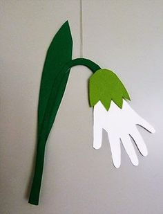 Schneeglöckchen Handabdrück Snowdrop Handprint Related posts: Handprint Bunny Craft For Kids Tarjetas de Navidad Handprint Dinosaur Handprint Father's Day Card – Fish from handprint Spring Crafts For Kids, Paper Crafts For Kids, Christmas Crafts For Kids, Summer Crafts, Easter Crafts, Diy For Kids, Diy Paper, Egg Crafts, Cardboard Crafts
