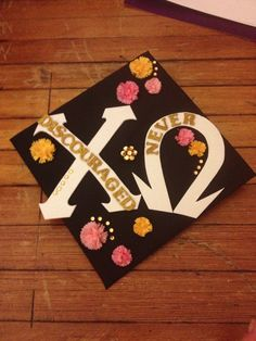 Chi O graduation cap, but with gold glitter letters and black puffy paint? Graduation Look, Graduation Pictures, Glitter Letters, Gold Glitter, Big Little Week, Nursing Profession, Board Decoration, Cap Decorations, Crafty Craft