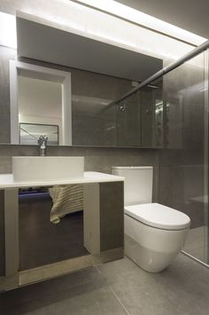 O banheiro feito pelo arquiteto Ricardo Bosi para a 16ª Sala de Arquitetos de Caxias do Sul, levou o produto Luminosità DGR na parede e no chão. Bathrooms - Baños, banho, banheiro.