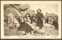 PORTUGAL - SERRA DO CARAMULO - COSTUMES - GRUPO DE GENTIS PASTORES - 20S PC.