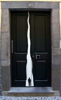Decorated painted door in Funchal Portugal Door Knockers, Door Knobs, Door Handles, Cool Doors, Unique Doors, Door Entryway, Entry Doors, Entrance Ways, Architectural Features