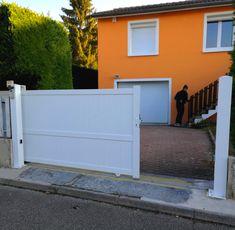 Le modèle de portail Melville assure à votre entrée un style moderne et  design. Le modèle est disponibles en 7 couleurs différentes et assure à  votre maison ... b979d53b04e3