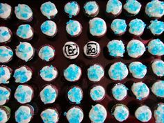 Perfect timing to make for the Breaking Bad Series Finale! Breaking Bad Series, Red Velet, Cream Cheese Icing, Perfect Timing, Delicious Food, Cupcakes, Desserts, How To Make, Tailgate Desserts
