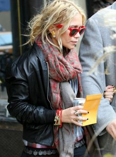 love everything she wears Fashion Line, Love Fashion, Girl Fashion, Autumn Fashion, Fashion Outfits, Mary Kate Ashley, Mary Kate Olsen, Olsen Twins Style, Bomber Jacket Outfit