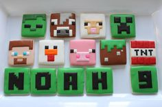 The grass/dirt block looks simpler. Minecraft Cookies, Minecraft Party, Minecraft Food, Minecraft Birthday Cake, Minecraft Crafts, Minecraft Skins, Minecraft Buildings, Cookies For Kids, Cute Cookies