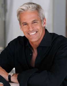 Breathtaking 38 Perfect Silver Hairstyles for Men Over 40 Older Mens Hairstyles, Haircuts For Men, Gray Hairstyles, Layered Hairstyles, Hairstyles 2016, Silver Foxes Men, Handsome Older Men, Older Man, Handsome Man